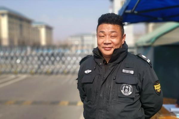 """郑州聊吧-当好校园安全""""守护人""""他在岗位上感受特别的""""年味""""(2)"""