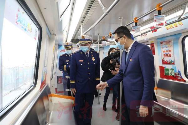 郑州聊吧-郑州开通第5辆消防主题地铁专列(3)