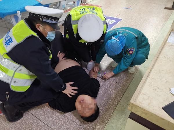 郑州聊吧-醉得不轻!男子醉驾撞车逃逸,途中再次撞车被抓(4)