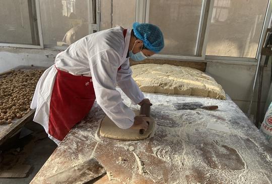 郑州聊吧-中牟非遗记忆:传统手工糕点 回味熟悉的过年味道(1)